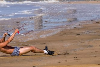 Can I teach myself to kitesurf