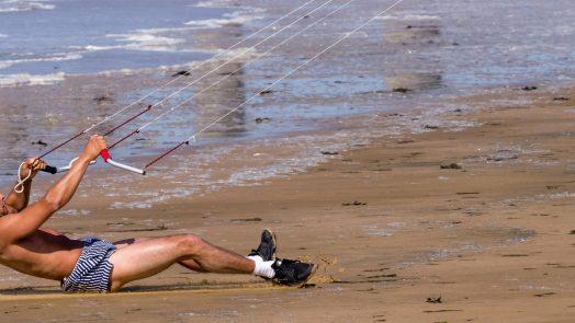 Can I teach myself to kitesurf