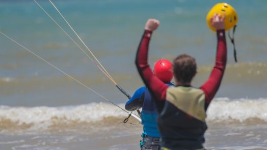 How difficult is it to learn kitesurfing