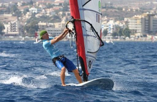 kitesurfing vs windsurfing - upper body strength