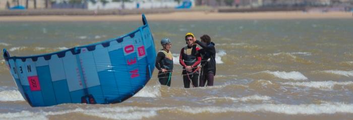 kitesurfing vs windsurfing - learning curve