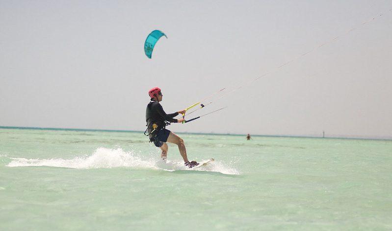 best kitesurfing kite for beginners