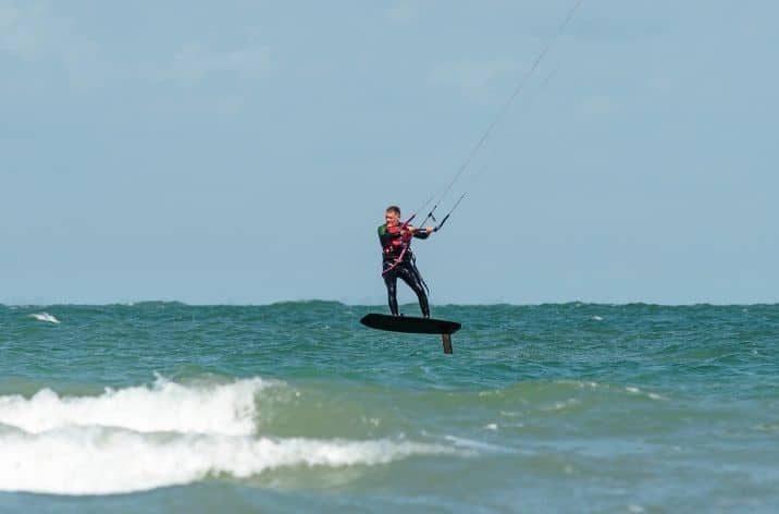 Best Lightwind Kitesurfing Kite: Choose One Of These